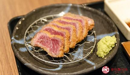 新宿必吃炸牛排专门店推荐「牛かつあおな」的炸牛排铁板定食套餐(牛カツ&鉄板コンボ定食)套餐的炸牛排