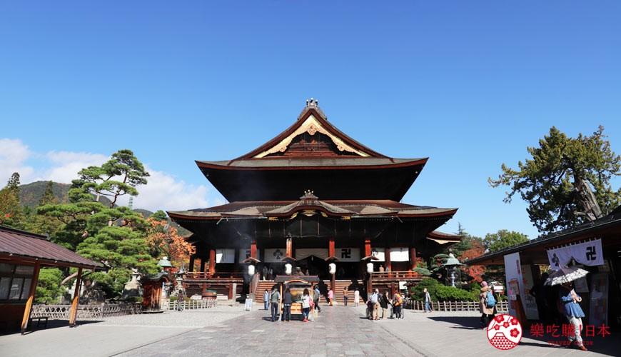 用萬歲PASS 2日乘車券可以去到的長野善光寺正面照
