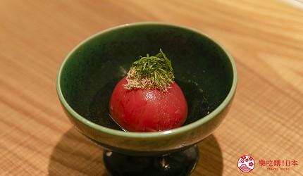 東京銀座和牛鐵板燒「しろや銀座亭」的鰹魚高湯漬番茄(トマトのだし浸し)