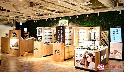日本自由行shopping购物吃饭食饭玩乐设施都有的羽田机场的休息空间the hanadahouse的购物推荐推介的时尚眼镜专门店IZONE NEW YORK的商品展示架