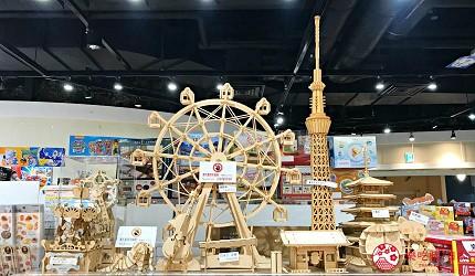 日本自由行shopping购物吃饭食饭玩乐设施都有的羽田机场的休息空间the hanadahouse的新奇体验与可爱杂货的TOKYO POP TOWN 内玩具店博品馆内的摩天轮模型