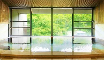 日本輕井澤長野附近療癒慢活女子旅推薦推介的佐久可以去包場浸溫泉泡溫泉的春日之森旅館酒店的包場溫泉空間寬敞