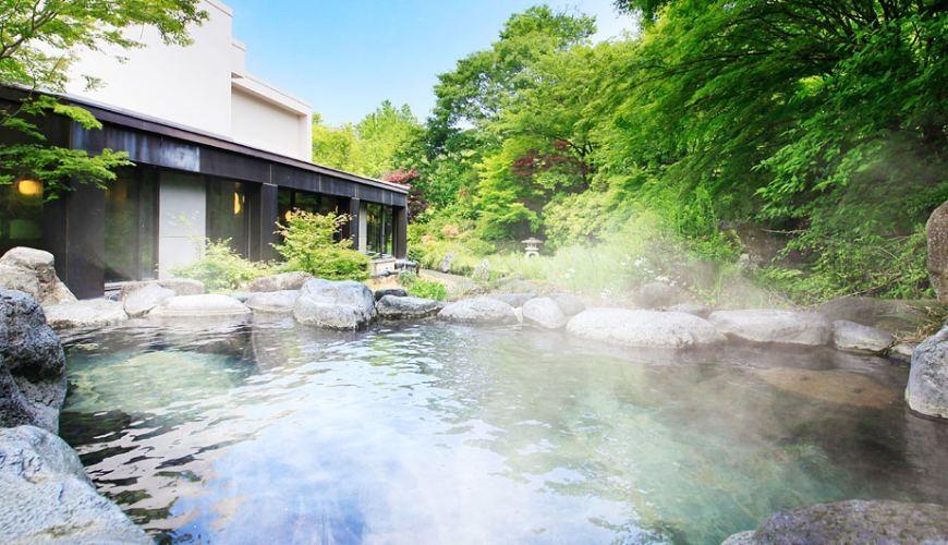 日本輕井澤長野附近療癒慢活女子旅推薦推介的佐久可以去包場浸溫泉泡溫泉的春日之森旅館酒店的大浴場