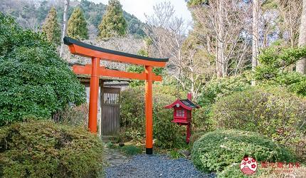 日本親子景點推薦推介箱根穿泳衣也能泡的合家歡溫泉水上樂園箱根小涌園 Yunessun的館外神社的鳥居