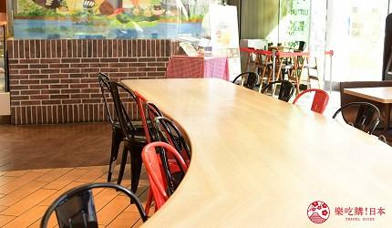 东京赏樱亲子游必到上野L'UENO吃日本最有名的速食LOTTERIA的座位